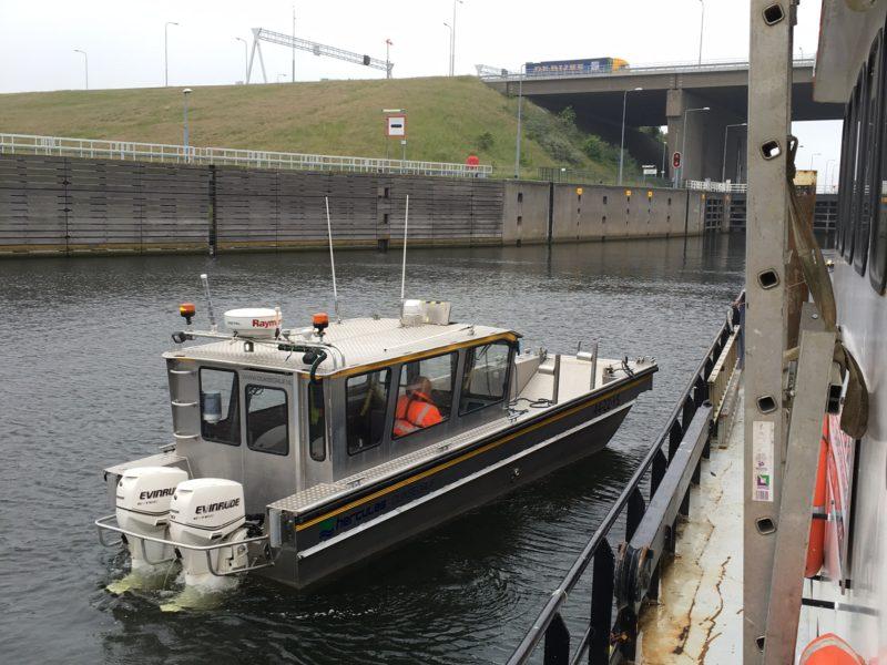 Boot 'Aquaterra' bij Volkeraksluizen